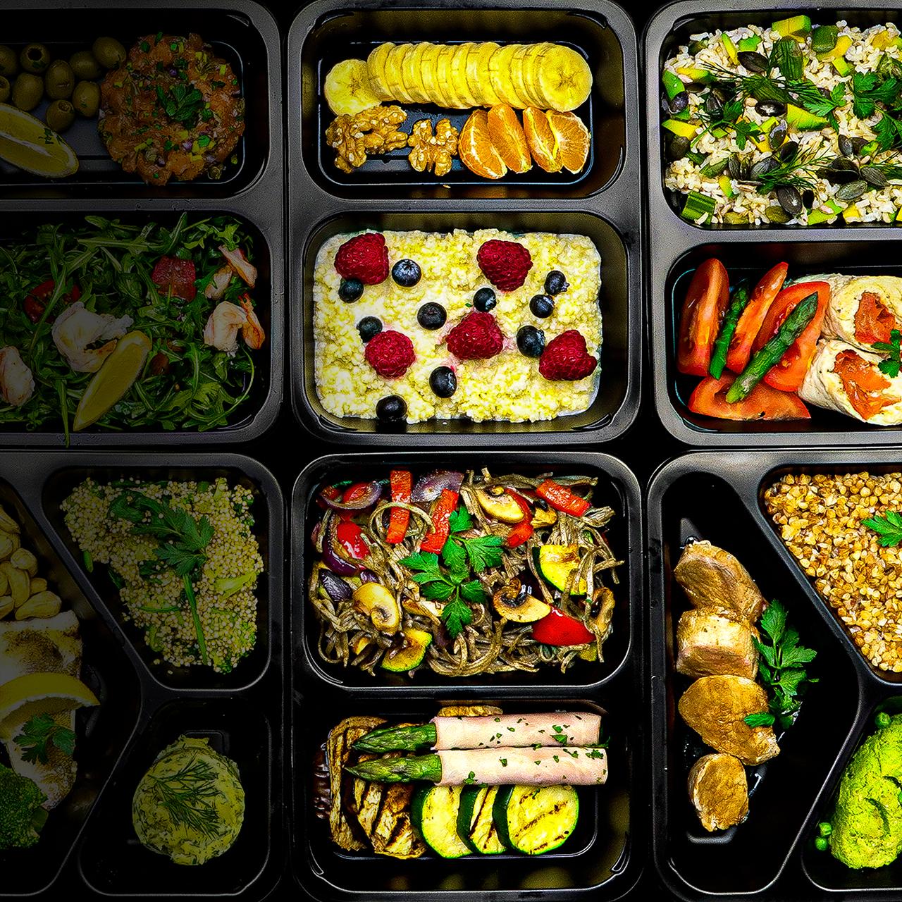 Dieta pudełkowa Włocławek, pojemniki z różnymi daniami